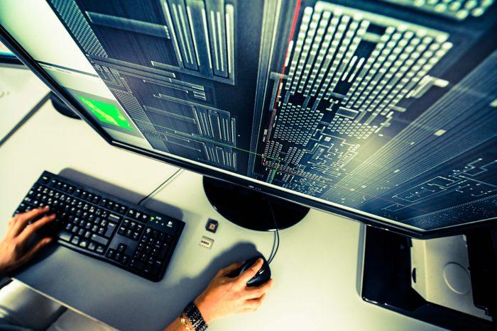 Photo de l'écran d'un expert en cybersécurité