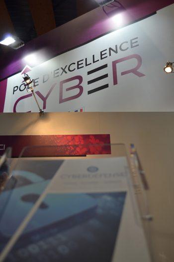 Documents de présentation sur le stand du Pôle d'excellence cyber